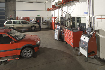 Well-equipped workshop Autobedrijf Bart Ebben voor Citroen Peugeot Renault